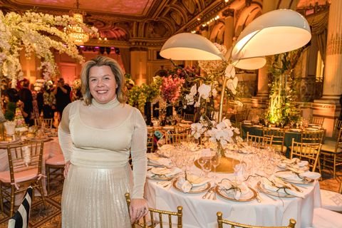 This February, the New York Botanical Garden and VERANDA Editor-in-Chief Steele Marcoux co-hosted one of the prettiest parties of the Winter social season, celebrating another year of support for the annual Orchid Dinner and launch of the NYBG's new orchid exhibit featuring Jeff Leatham, to fundraise over $550,000 and benefit the NYBG's orchid research collection, which helps with orchid conservation. Kicking off in a kaleidoscope of color, more than 350 industry greats enjoyed cocktails before proceeding into the Grand Ballroom of the Hotel, where they were whisked away to a magical mix and mingling space to enjoy the whimsical spectacle composed of carefully-curated centerpieces by over thirty-two talented designers (many of whom were prestigiously hand-picked by Steele) before being seated at the glamorous tables for dinner. Interestingly enough, this year there was no specific theme, yet the Spring-like occasion blossomed into a cohesive comprisal of common trends including busts, birds, and interesting incorporations of light and technology. nybg.org