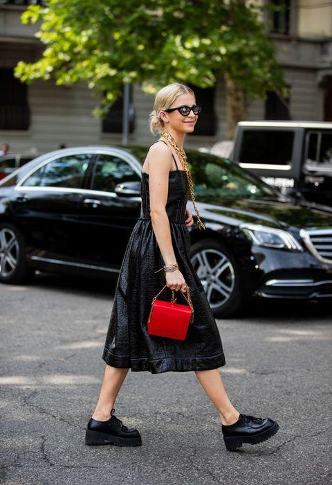 all black outfits in de zomer   caroline daur