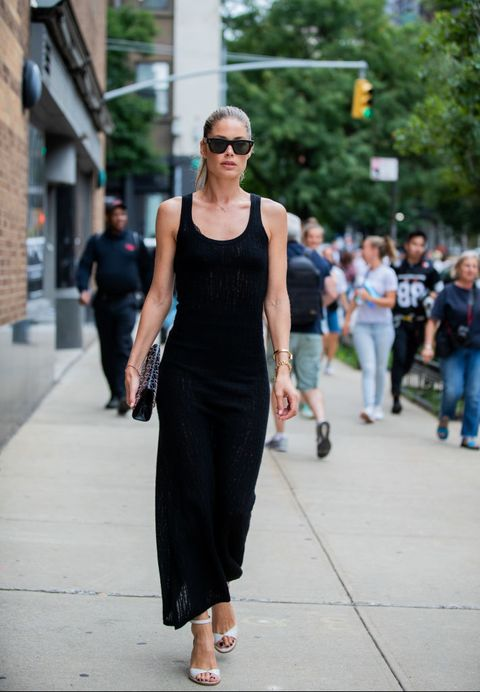 all black outfits in de zomer   doutzen kroes