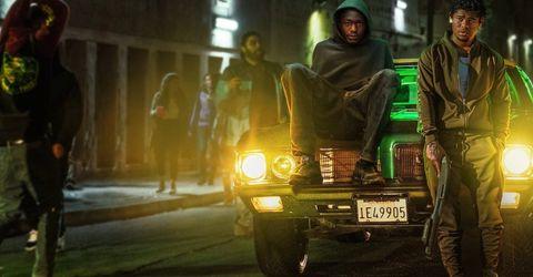 un chico negro sentado en el capó de un coche en la película all day and a night