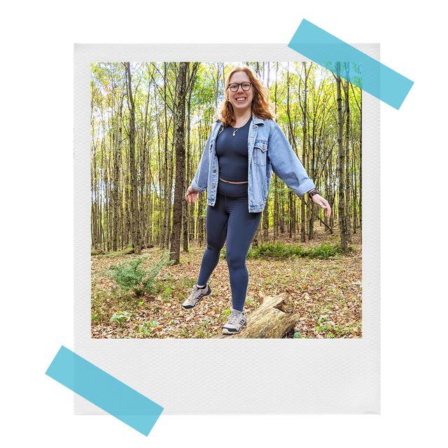 katie wearing allbirds leggings on a hike in the woods