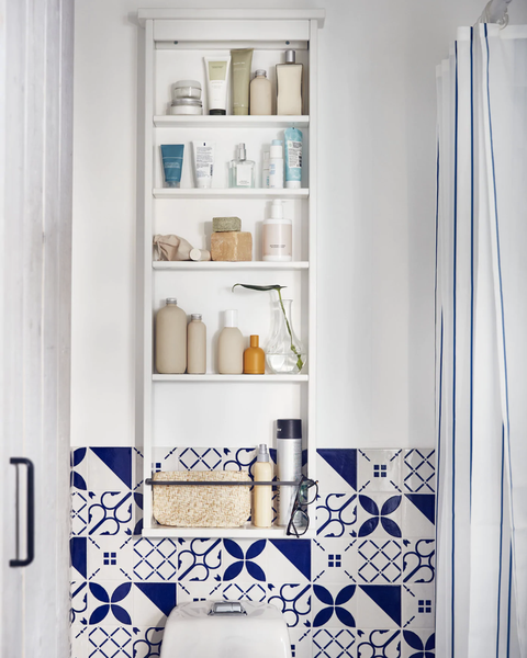 Almacenaje de pared en baños pequeños