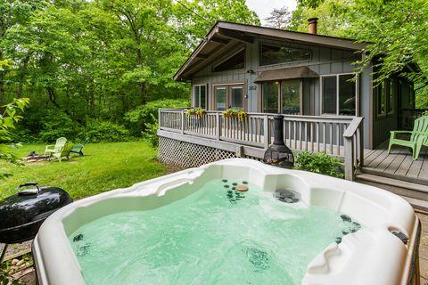 cabaña rústica con jacuzzi en airbnb