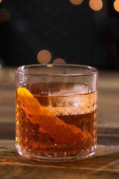 Drink, Distilled beverage, Old fashioned, Alcoholic beverage, Amaretto, Liqueur, Old fashioned glass, Godfather, Whisky, Mizuwari,