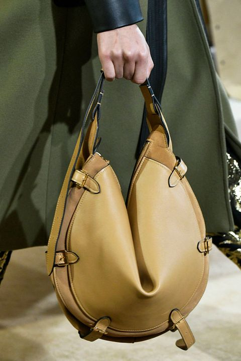 Bag, Handbag, Fashion accessory, Hobo bag, Shoulder bag, Shoulder, Material property, Luggage and bags, Satchel, Beige,
