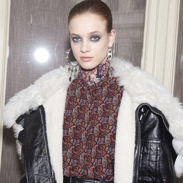 Clothing, Fashion, Outerwear, Fur, Fashion design, Scarf, Leather, Fashion accessory, Fashion model, Neck,