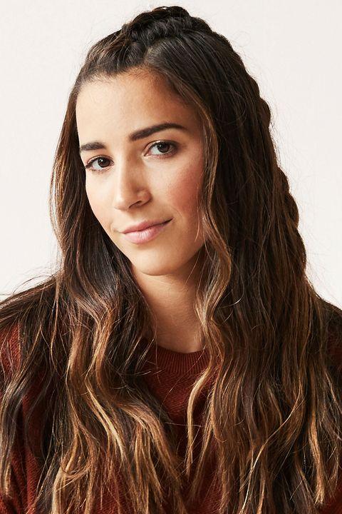 Hair, Face, Hairstyle, Long hair, Eyebrow, Brown hair, Beauty, Lip, Hair coloring, Forehead,