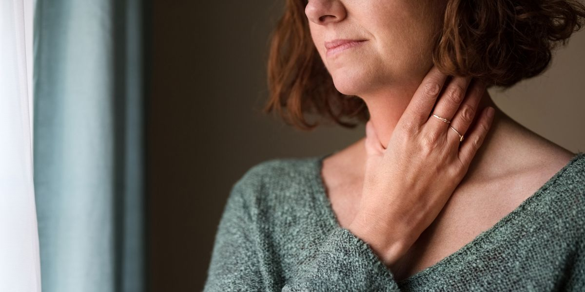 Can Seasonal Allergies Cause a Sore Throat? We Asked Doctors to Explain