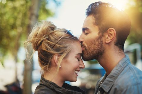 The Difference Between Love and Infatuation, According to an Expert
