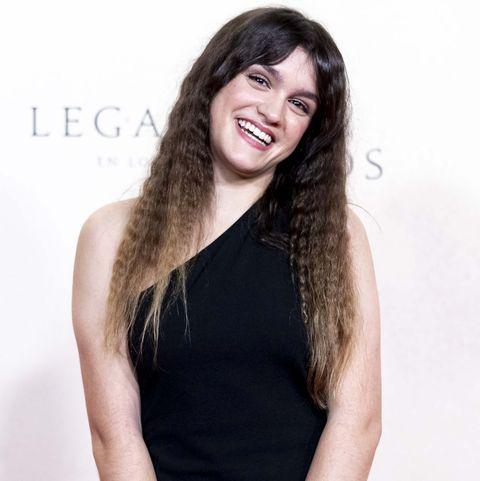 Amaia Romero sorprende con su look en el estreno de 'Legado en los huesos'