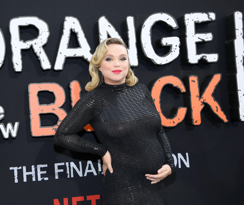 Amanda Fuller Pics orange is the new black star amanda fuller reveals pregnancy