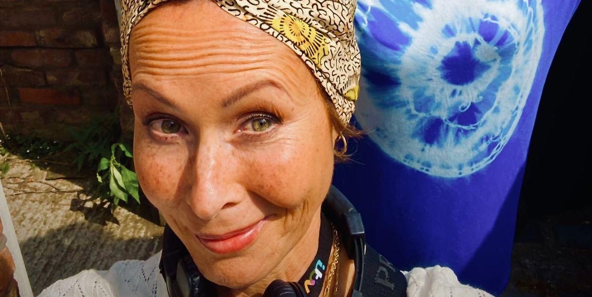 Casualty's Amanda Mealing reunites with Jane Hazlegrove on Corrie set