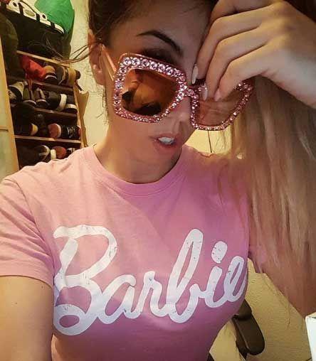Amanda Rodríguez con gafas