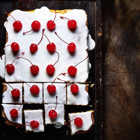almond and cherry drizzle cake