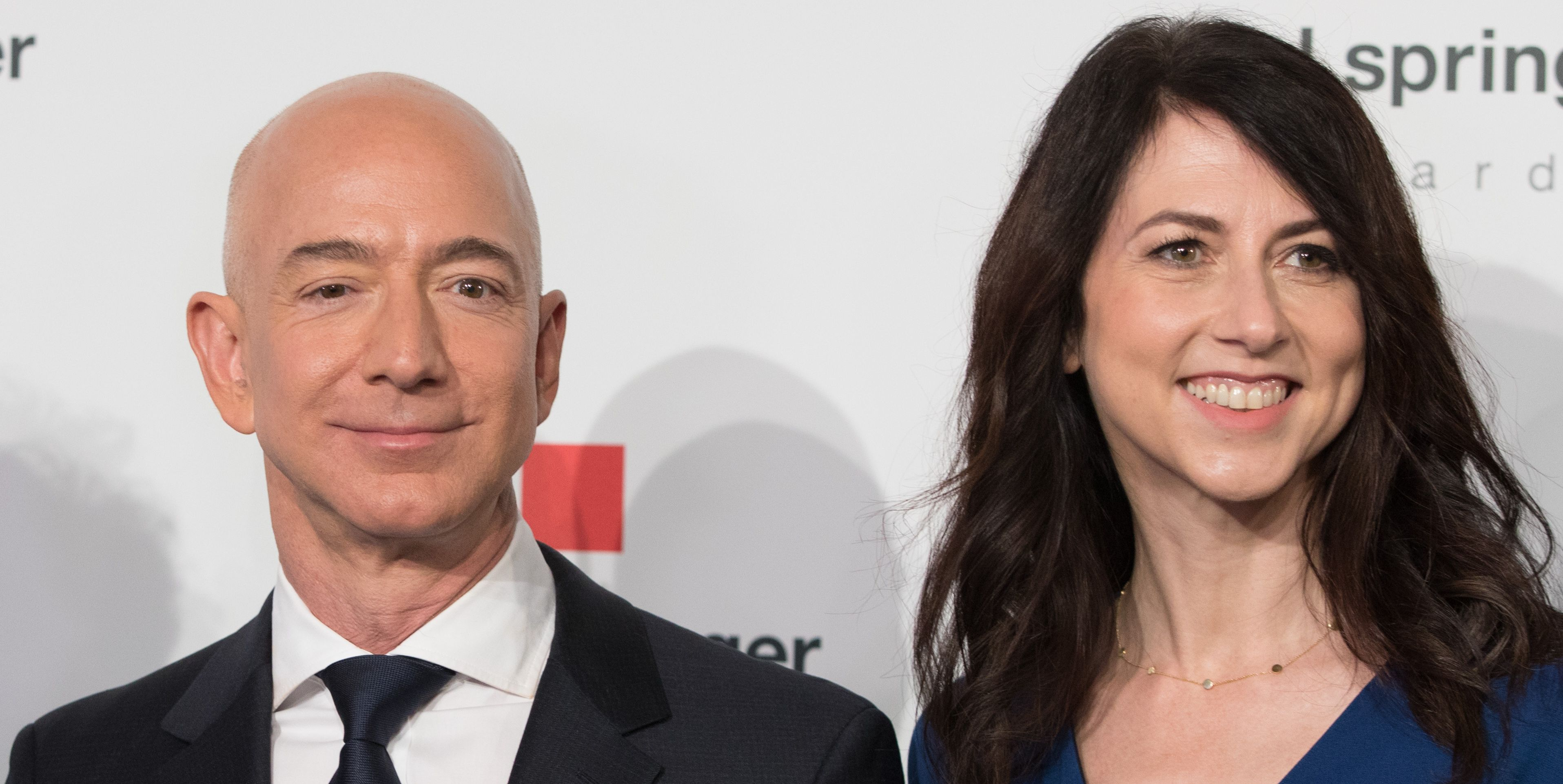 All the Hot Goss From the Reporting on the Bezos Divorce