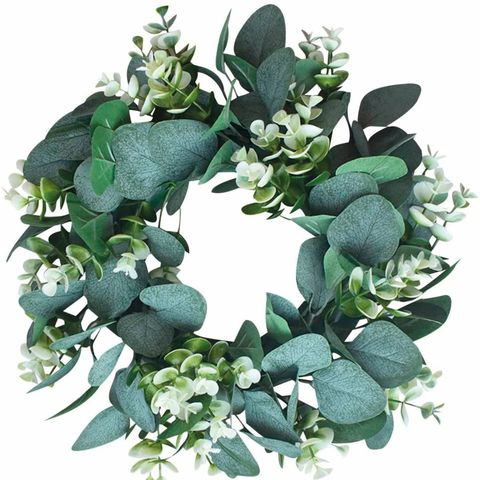 corona con hojas de eucalipto