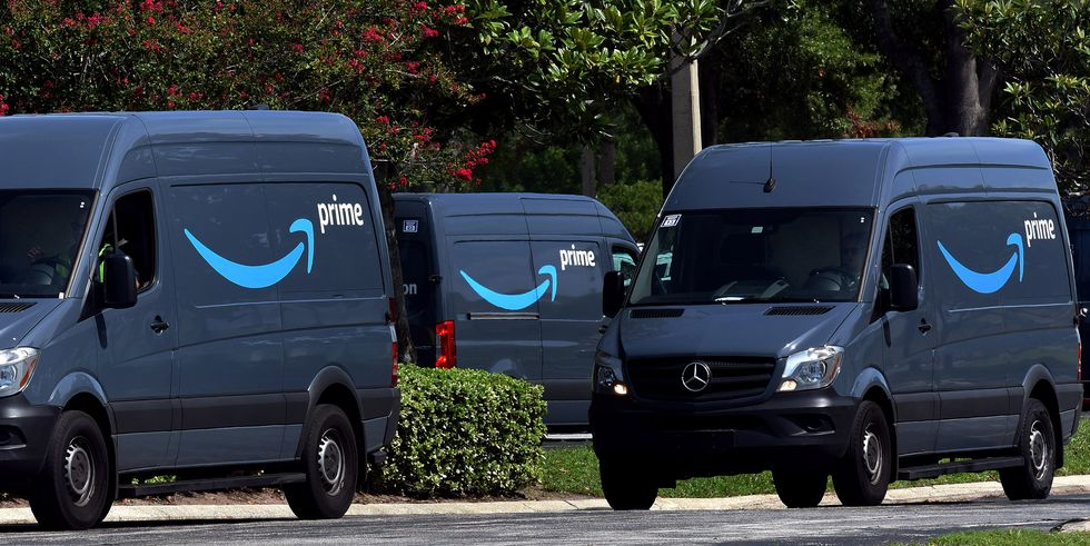 amazon-vans-head-to-a-distribution-cente