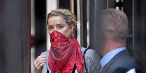 amber heard llega a los tribunales de londres