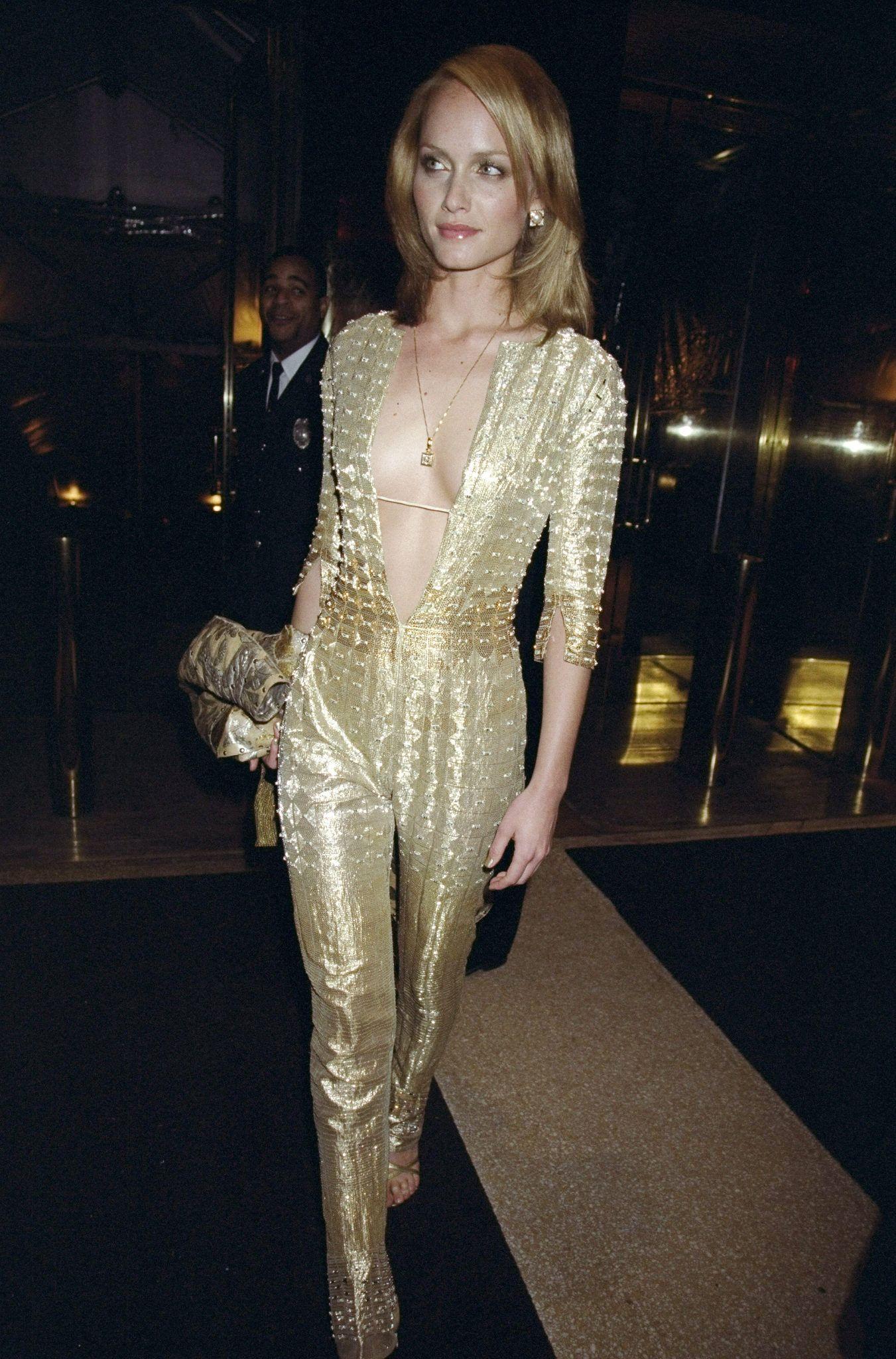 Amber Valletta - 1999
