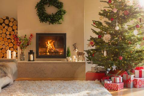 How to Keep a Christmas Tree Fresh Longer - How to Make ...
