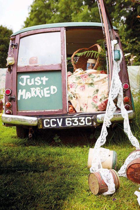 coche antiguo decorado para una boda