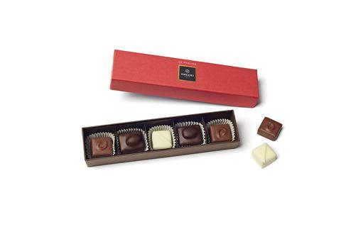 Chocolate, Praline, Chocolate bar, Food, Toffee, Confectionery, Rectangle, Caramel, Dessert, Petit four,