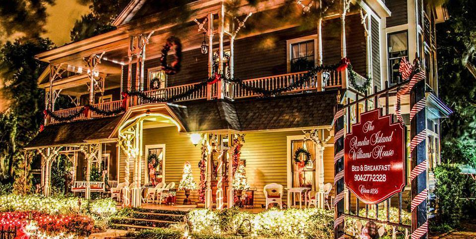 20 Of The Coziest Country Inns For The Holidays Christmas Bed And