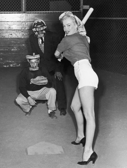 vintage celebs playing sports   marilyn monroe plays baseball