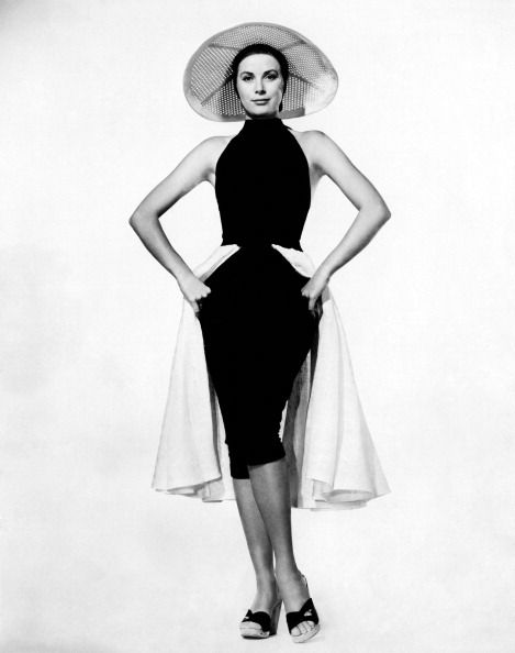 grace kelly wearing a hat and an hip dress on the set of to catch a thief