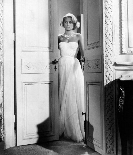 grace kelly wearing an evening dress in to catch a thief