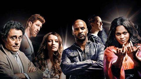 los protagonistas de american gods en un cartel promocional
