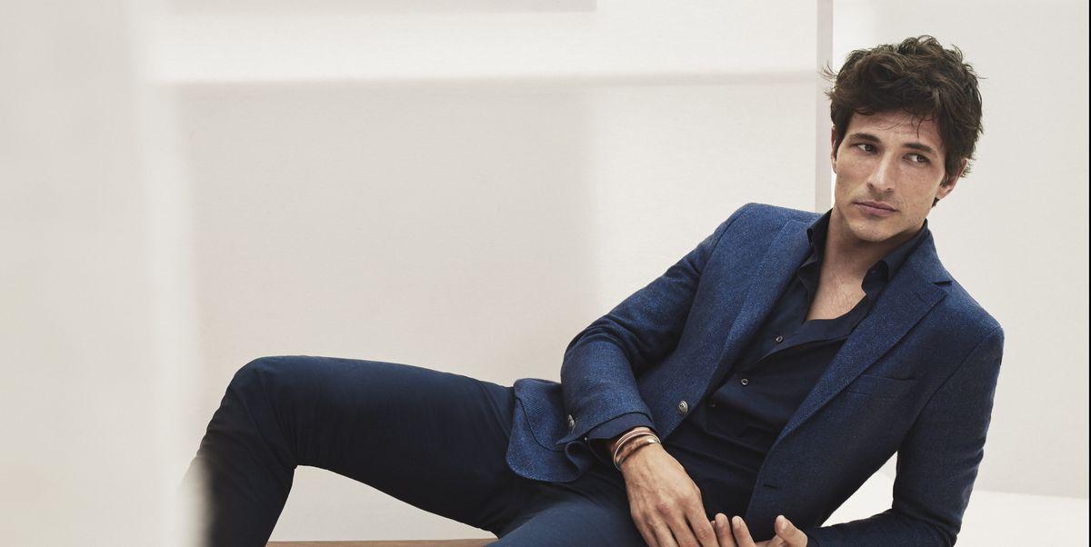 Una Americana Azul Marino Y Cuatro Maneras Diferentes De Combinarla Moda Hombre