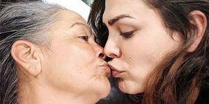 Amor Romeira y su madre, Mensi Medina, en el hospital tras sufrir un ictus
