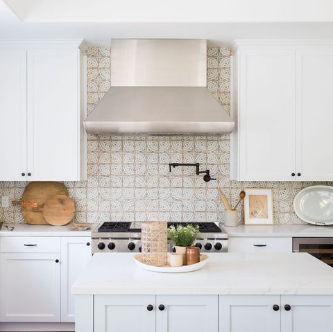 Countertop, White, Room, Kitchen, Cabinetry, Furniture, Property, Tile, Interior design, House,