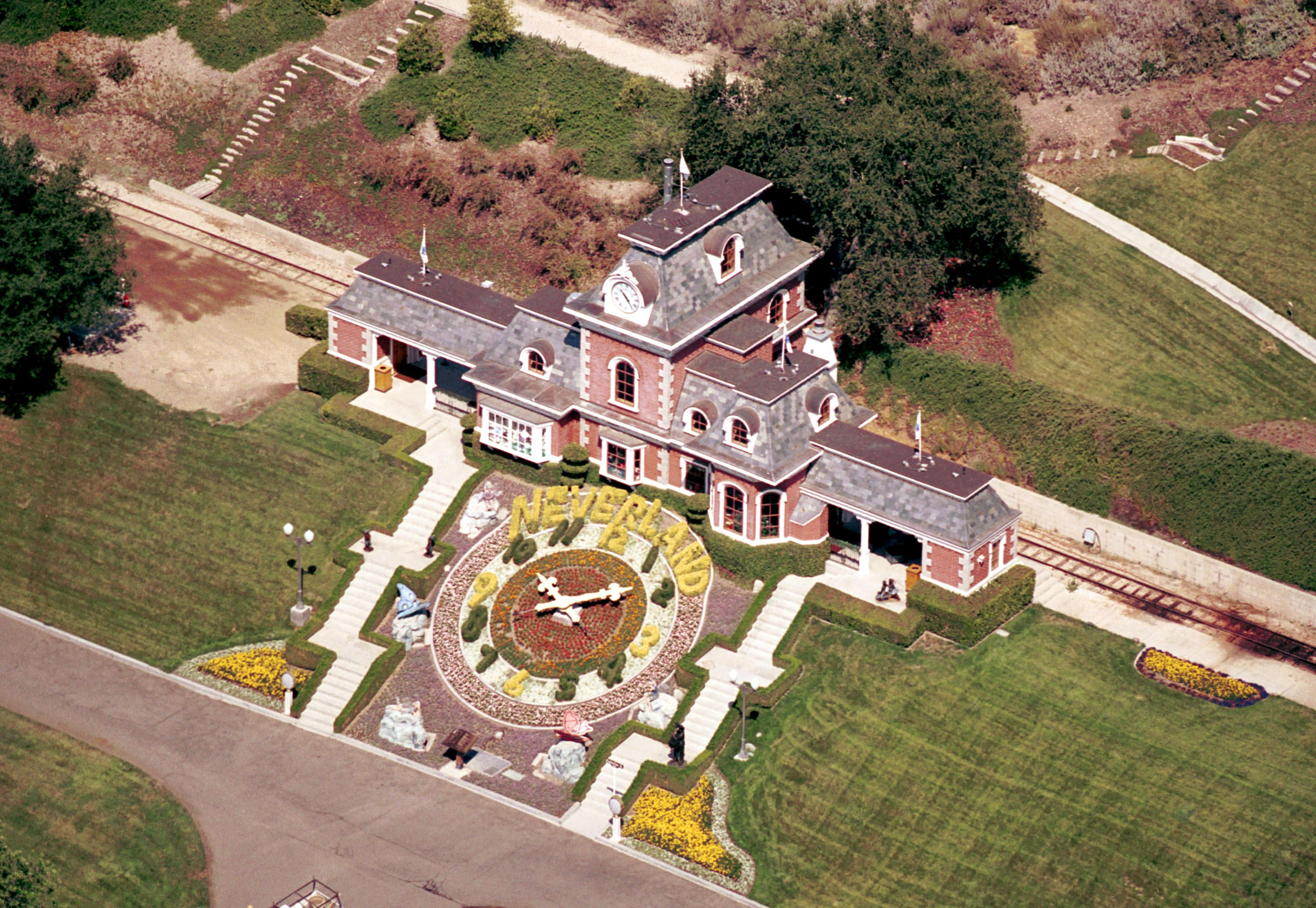 Michael Jackson's Neverland Ranch Asking Price Reduced - Details About  Michael Jackson's Home