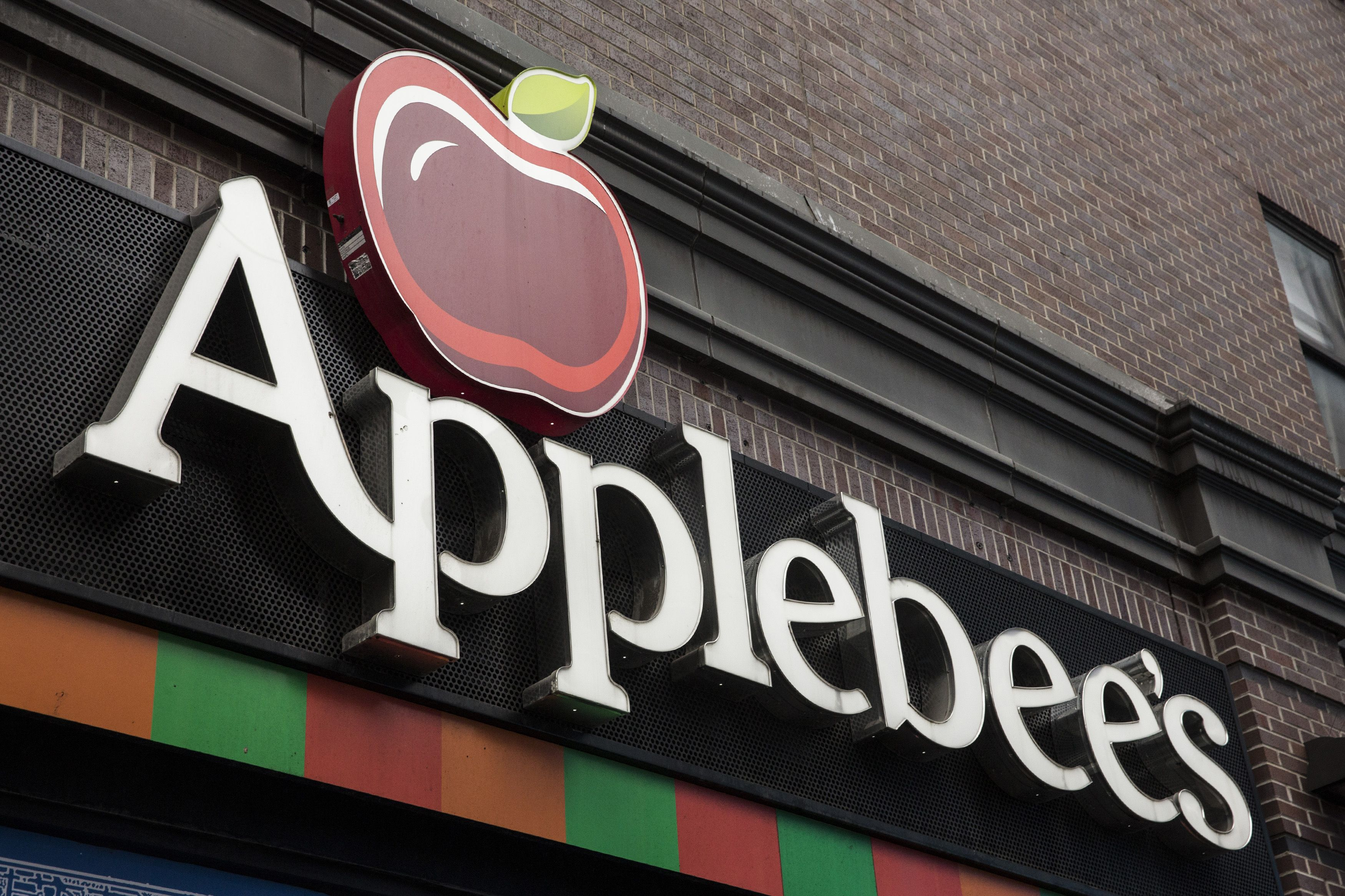 20 Things Applebee's Employees Want You To Know Before You Eat There