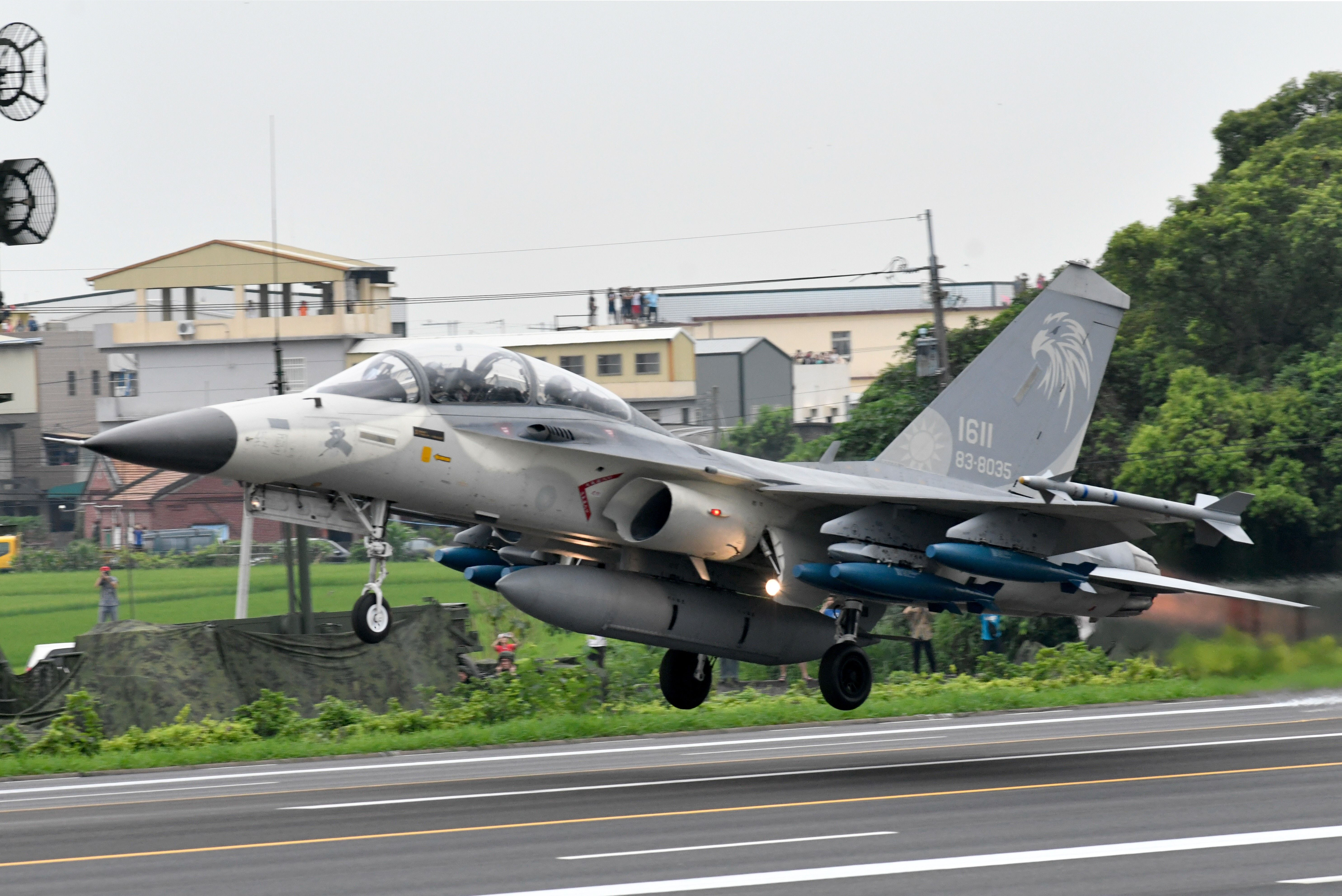 Taiwan Converts Highway Into a Jet Fighter Runway