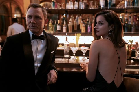 b2539456rc2james bond daniel craig and paloma ana de armas inno time to die an eon productions and metro goldwyn mayer studios filmcredit nicola dove© 2020 danjaq, llc and mgm  all rights reserved