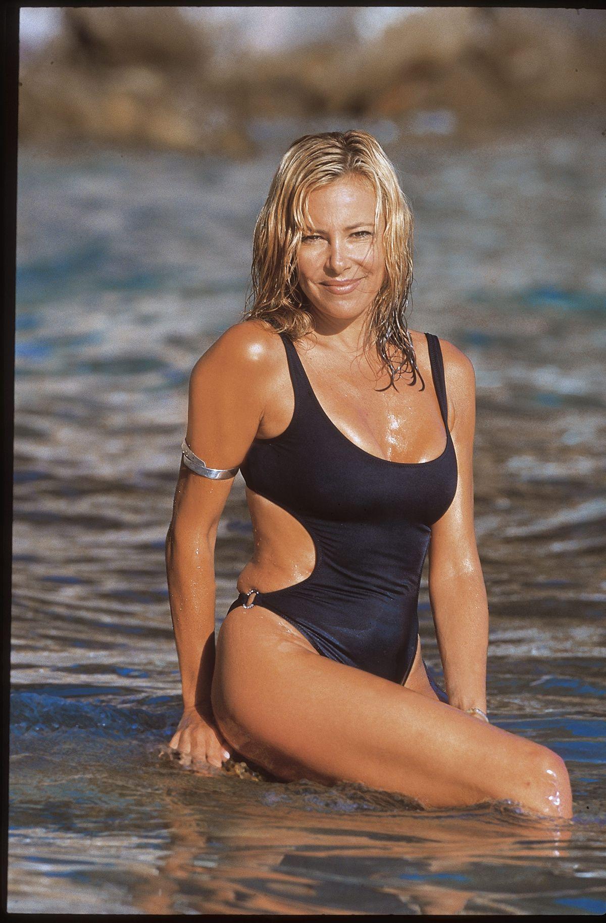 Verano Y Bikini Ana Obregón Sus Bañador En O Posados IYW2ED9H