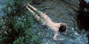 Ana Mendieta, bagno nudo