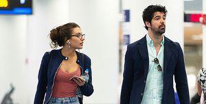 Miguel Ángel Muñoz y Ana Guerra en el aeropuerto de Miami