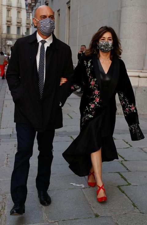 ana rosa quintana y su marido, juan muñoz, acuden a ver la ópera norma en el teatro real de madrid