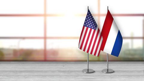 de amerikaanse en nederlandse vlag