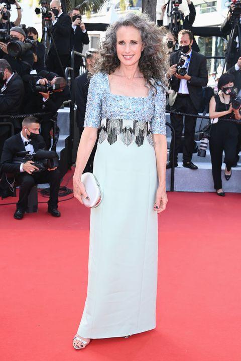 andie macdowell tijdens openingsceremonie cannes film festival