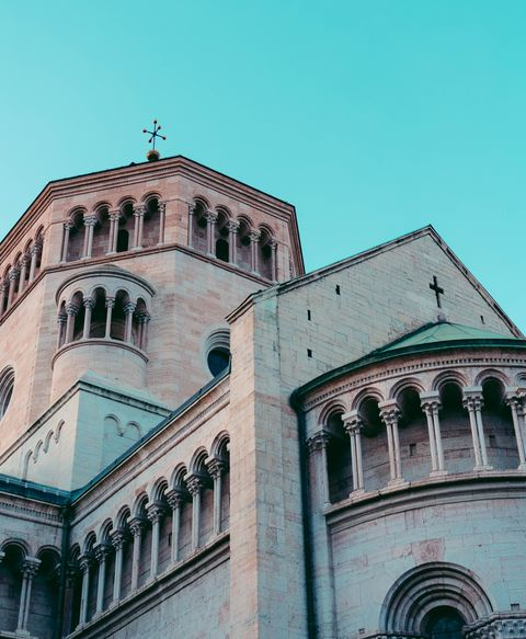 Architecture, Landmark, Building, Classical architecture, Facade, Sky, Church, Urban area, City, Place of worship,