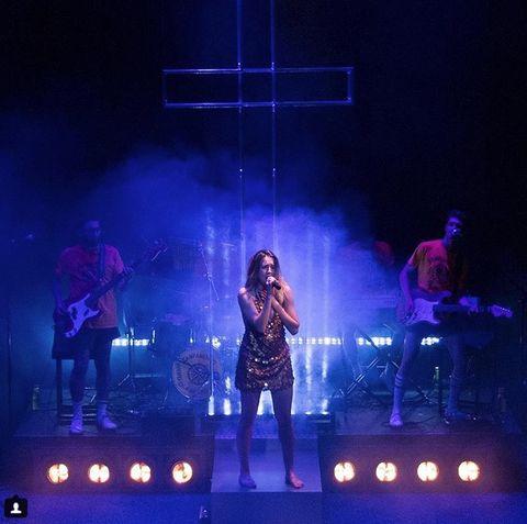 Performance, Entertainment, Performing arts, Concert, Stage, Performance art, Music artist, Public event, Event, Light,