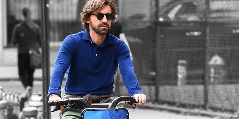andrea pirlo, estilo, bicicleta, nueva york, milan, New York City FC, bici, urbano, clase, elegancia, estilo hombre, ropa hombre, jugador, centrocampista, elegancia hombre, clase hombre