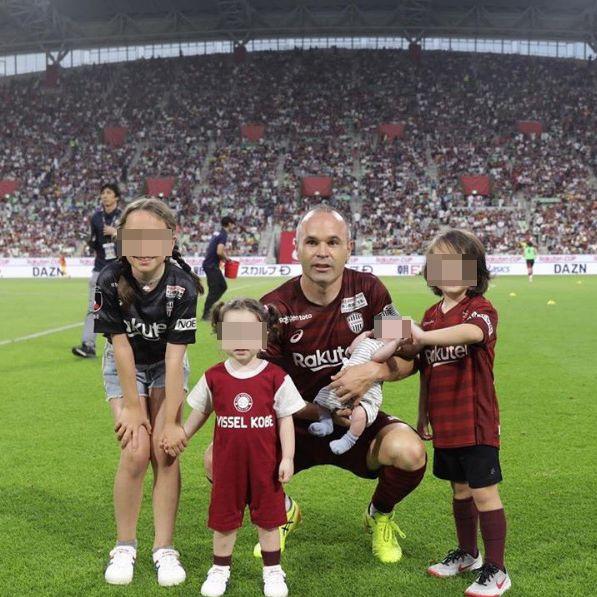 Andrés Iniesta presume de su familia en Instagram