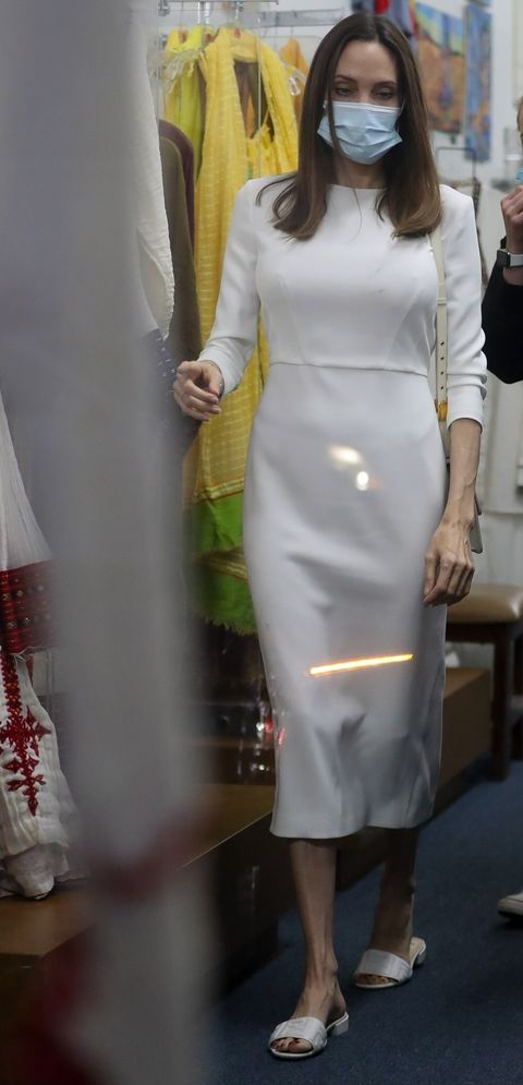 Los Angeles, CA Angelina Jolie takes her daughter Shiloh and Zahara shopping in an Ethiopian design in Los Angeles, depicting Angelina Jollybackgrid, USA January 8, 2021, USA 1,310,798,9111 usasalesbackgridcomuk 44,208,344 2007, uksalesbackgridcom