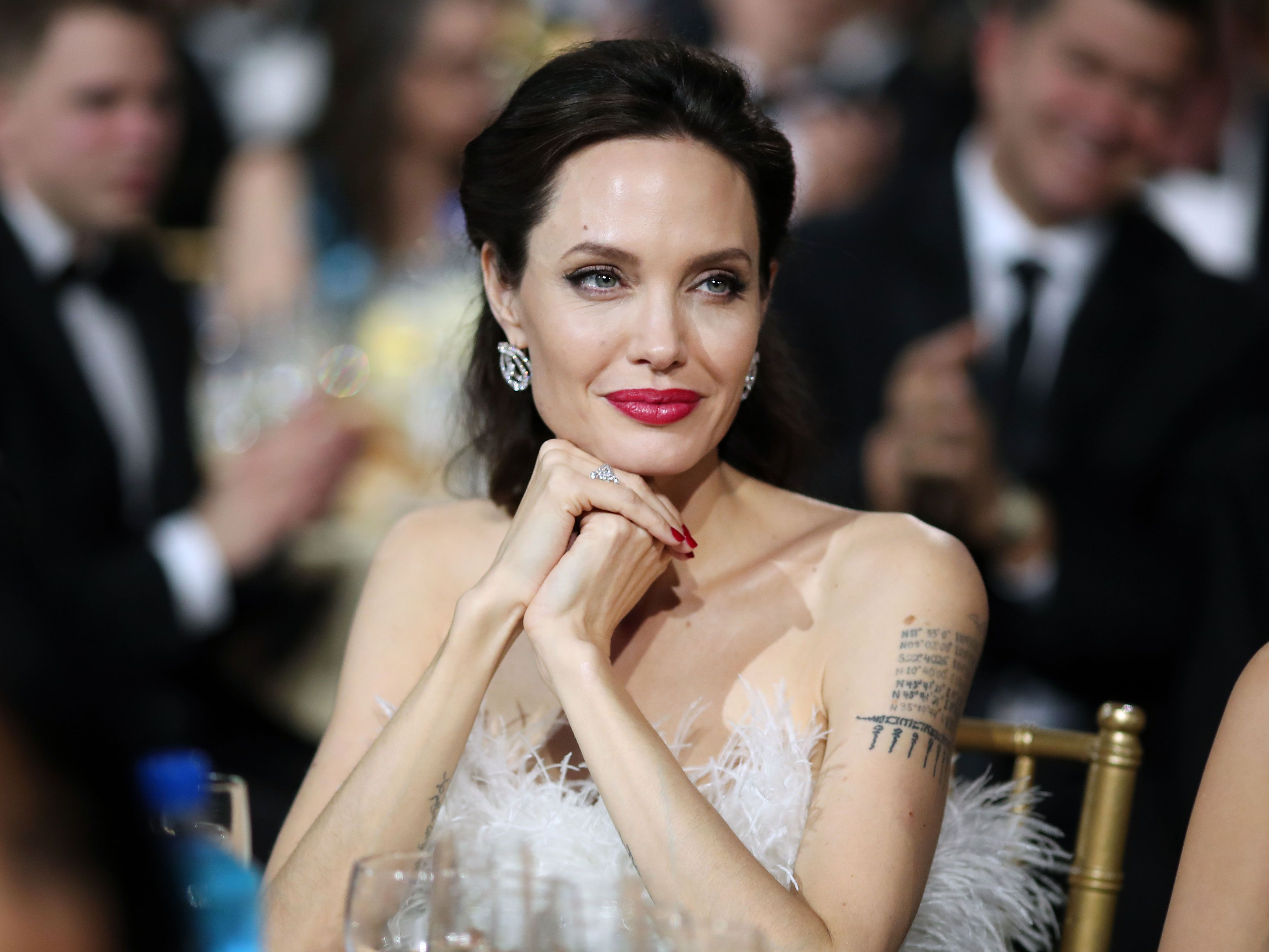 Angelina Jolie Officially Drops 'Pitt' From Her Name